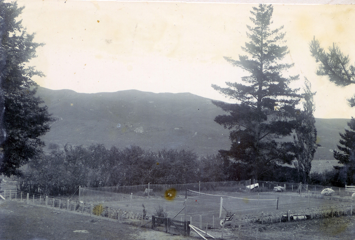 Photo of the tennis court at Elms Hill Staion, Patangata, Hawkes Bay