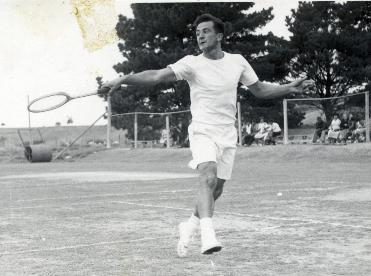 NZMLTA Poho-o-Rawiri - Fred Keys playing a backhand